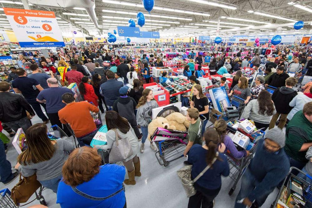 folla ai centri commerciali