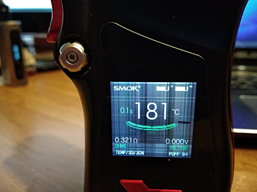 sigaretta elettronica smok con schermo che fa le bizze